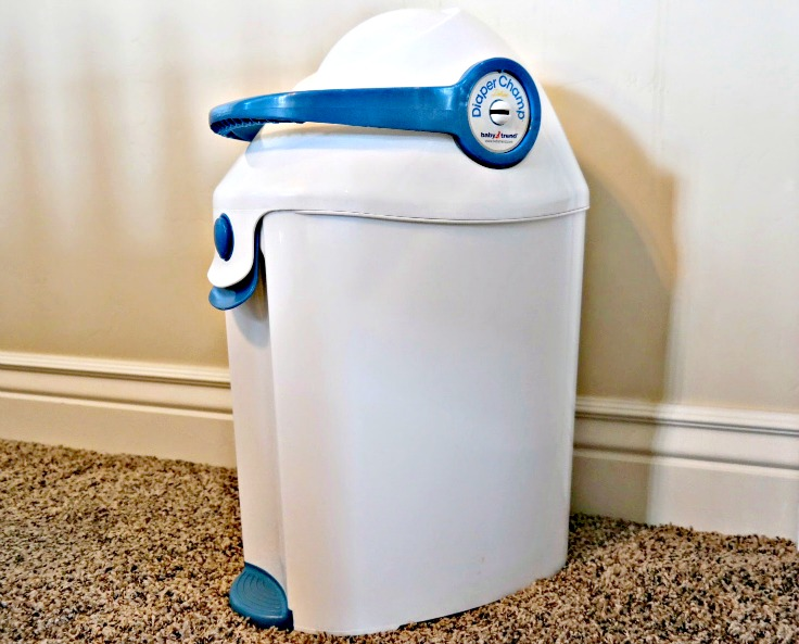8 Baby Products I couldn't live without: Diaper Champ, used ordinary trash bags and locks in stink