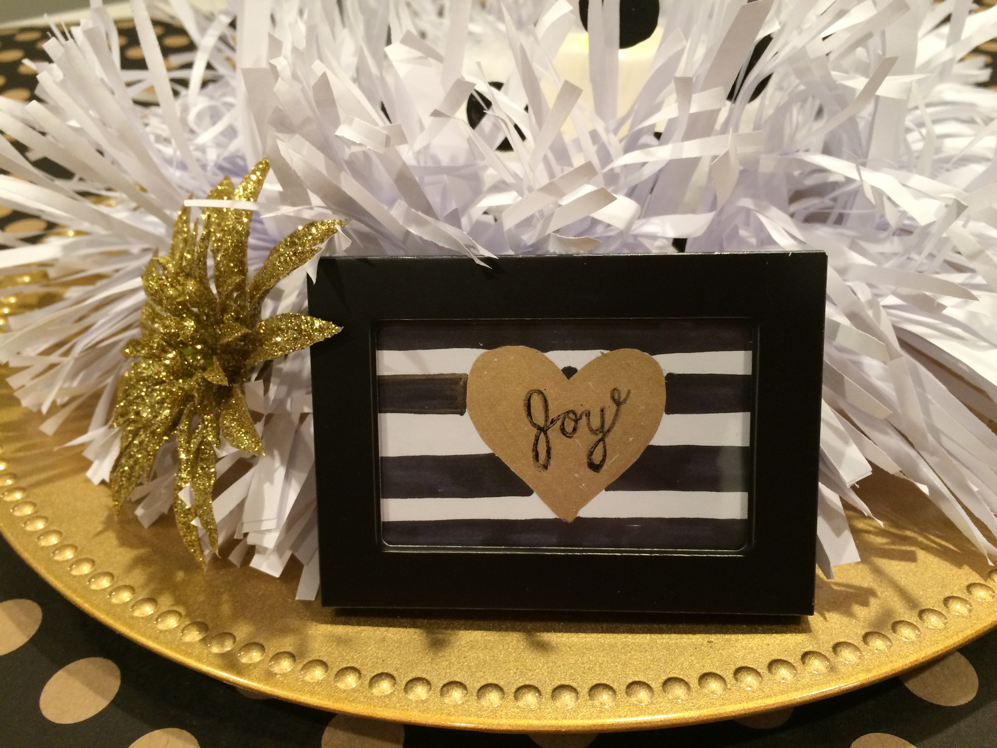 Christmas Table Centerpiece - Black, Gold, and White - Craft Remedy