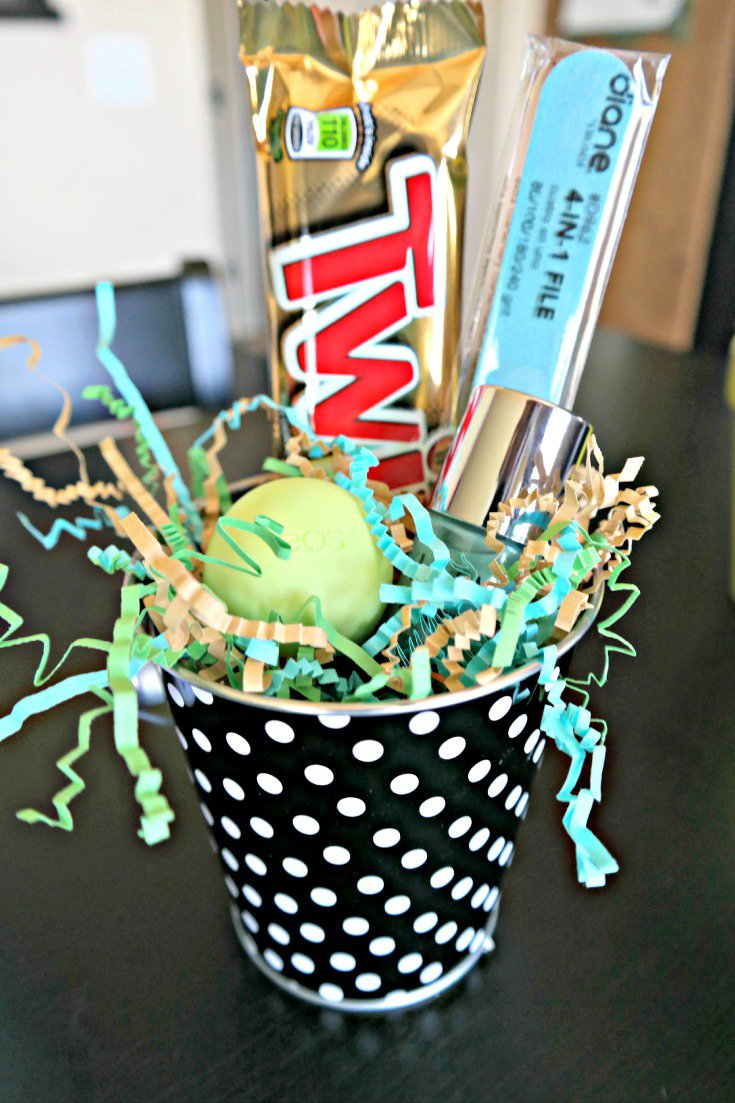"""Pamper"" your newborn helpers with this pampering gift. + Free Printable! The perfect gift for newborn helpers! Twix Black, Green and Blue Gift Pampering Gift"