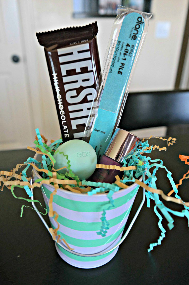 """Pamper"" your newborn helpers with this pampering gift. + Free Printable! The perfect gift for newborn helpers! Hersheys Mint Green and Blue Gift"