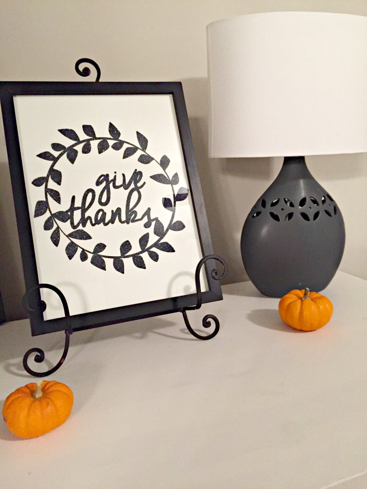 Give Thanks Thanksgiving Printable. Perfect size for the wall, an end table or even for Thanksgiving table decor.