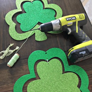DIY Dollar Store Shamrock Door Decoration for a cute and easy St. Patricks Day craft