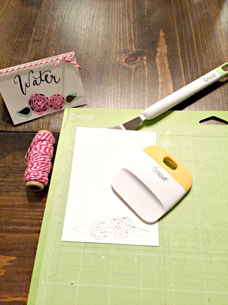 Make your own table or name cards for your dinner party! Pretty Pink DIY Name Cards + Free Cut File!