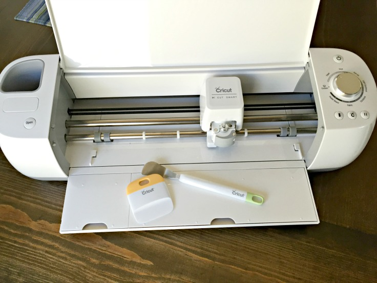 Learn the easy way to cut vinyl with Cricut Explore