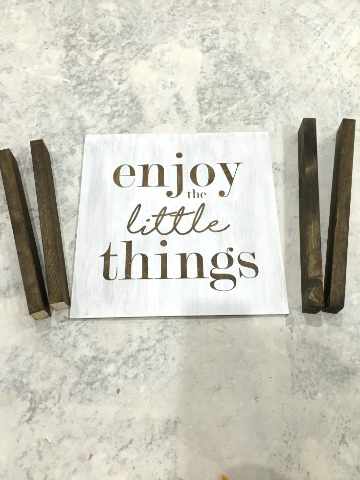 How to make this DIY sign without power tools! Love the farmhouse look.
